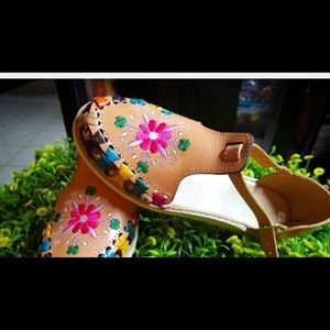 Mexican huaraches leather flowered